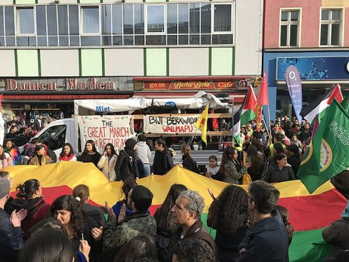 Manifestation contre l'invasion turque du Rojava à Berlin, le 12 octobre 2019 / Photo Marsupium / Wikimedia Commons / C.C. 4.0 {JPEG}